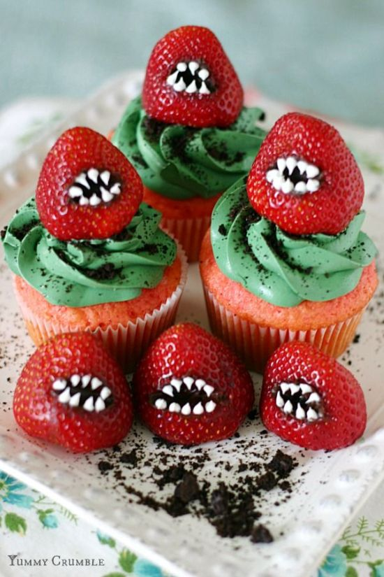 Halloween Recipe Roundup // Fanged Strawberry Cupcakes