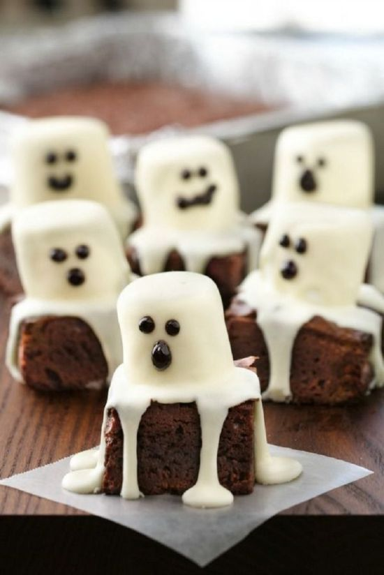 Halloween Recipe Roundup // Ghost Brownies