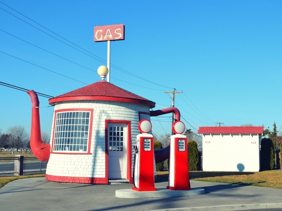 tea pot gas station all american road trip washington state travel destination americana driving trip